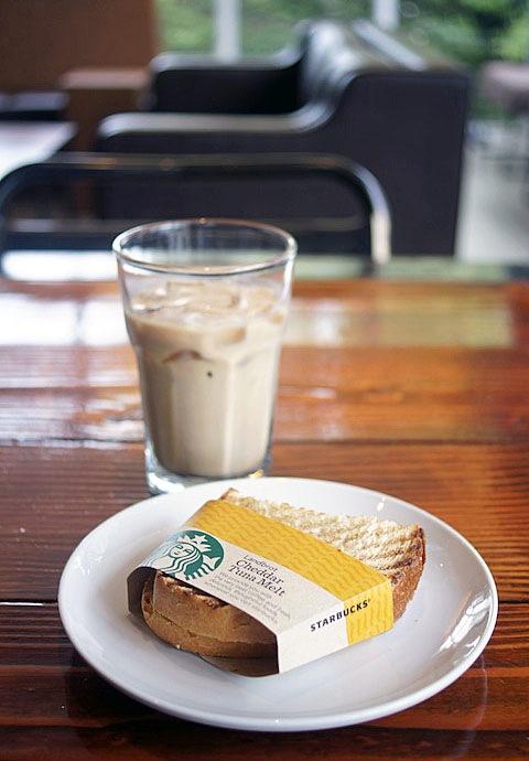 スターバックス・コーヒー 表参道B-SIDE店(STARBUCKS COFFEE)