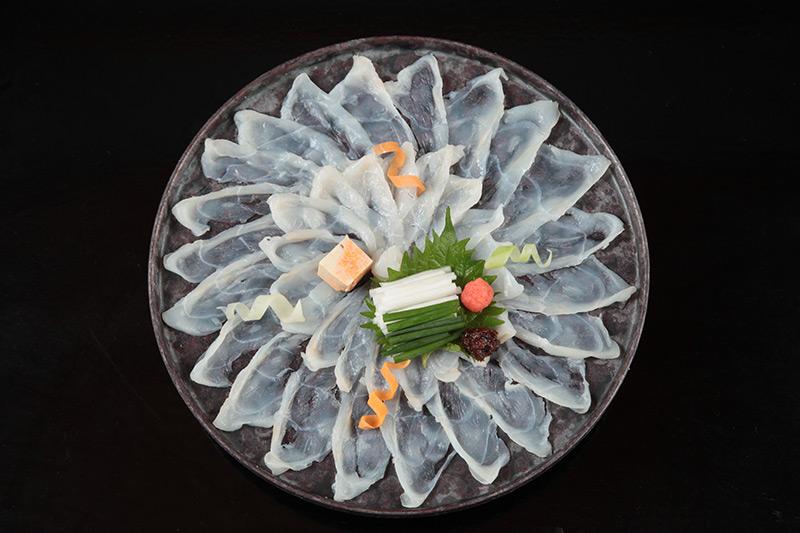 料亭をリノベーションした威厳ある雰囲気の高級日本料理店