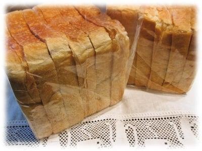 角食(食パン)目当てに行列のできるAOSAN