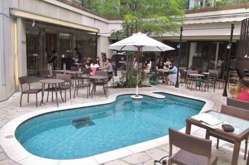 プール付きのオシャレなリゾートカフェテラス「347 cafe」